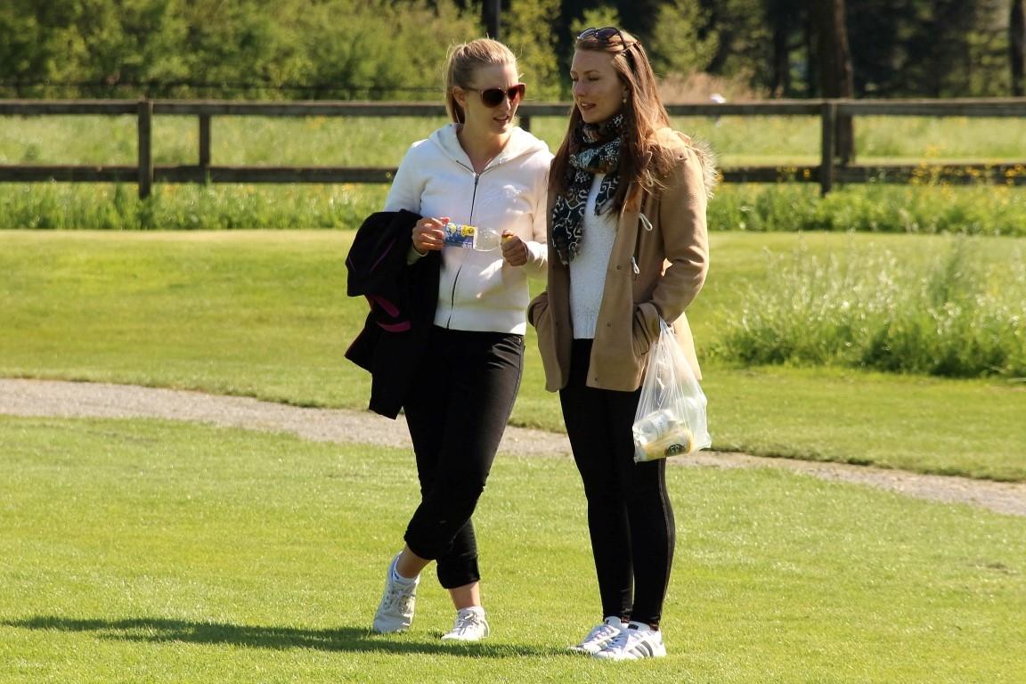 Monja und Carina Mätzler liefen am Freitag mit Schwester Melanie mit