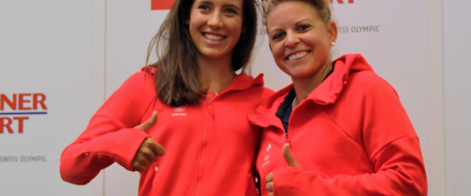 Albane Valenzuela und Fabienne In-Albon bei der Kleiderübergabe für Rio