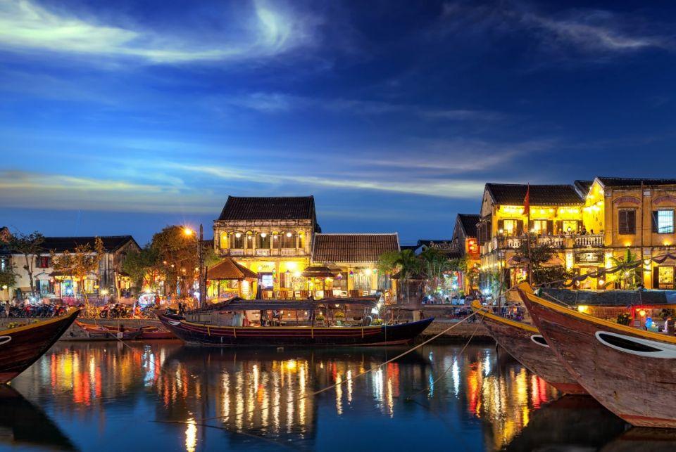 Golf Vietnam - Hoi An old town in Vietnam after sunset