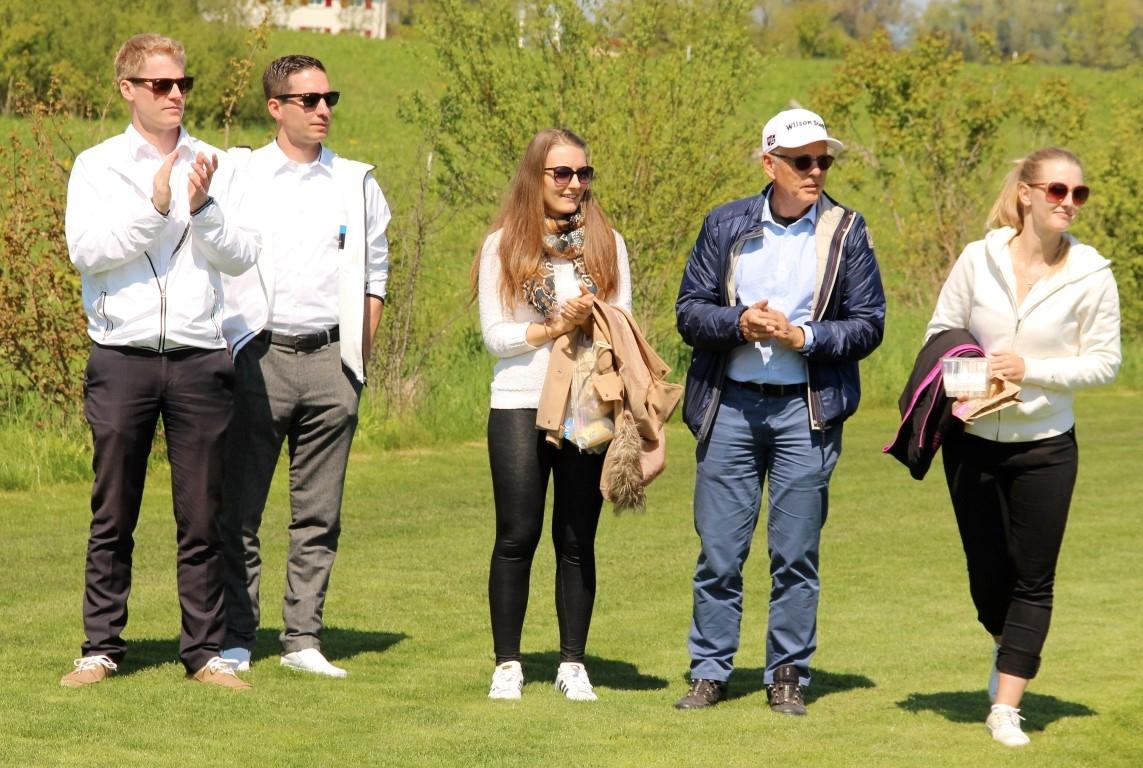 Guido Mätzler, der Initiant des Turniers, mit Töchtern und zwei Mitarbeitern des Grand Resort Bad Ragaz