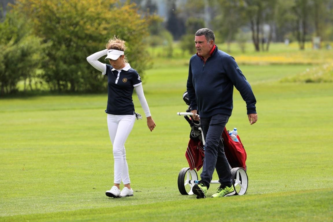 Chiara Tamburlini mit Caddie