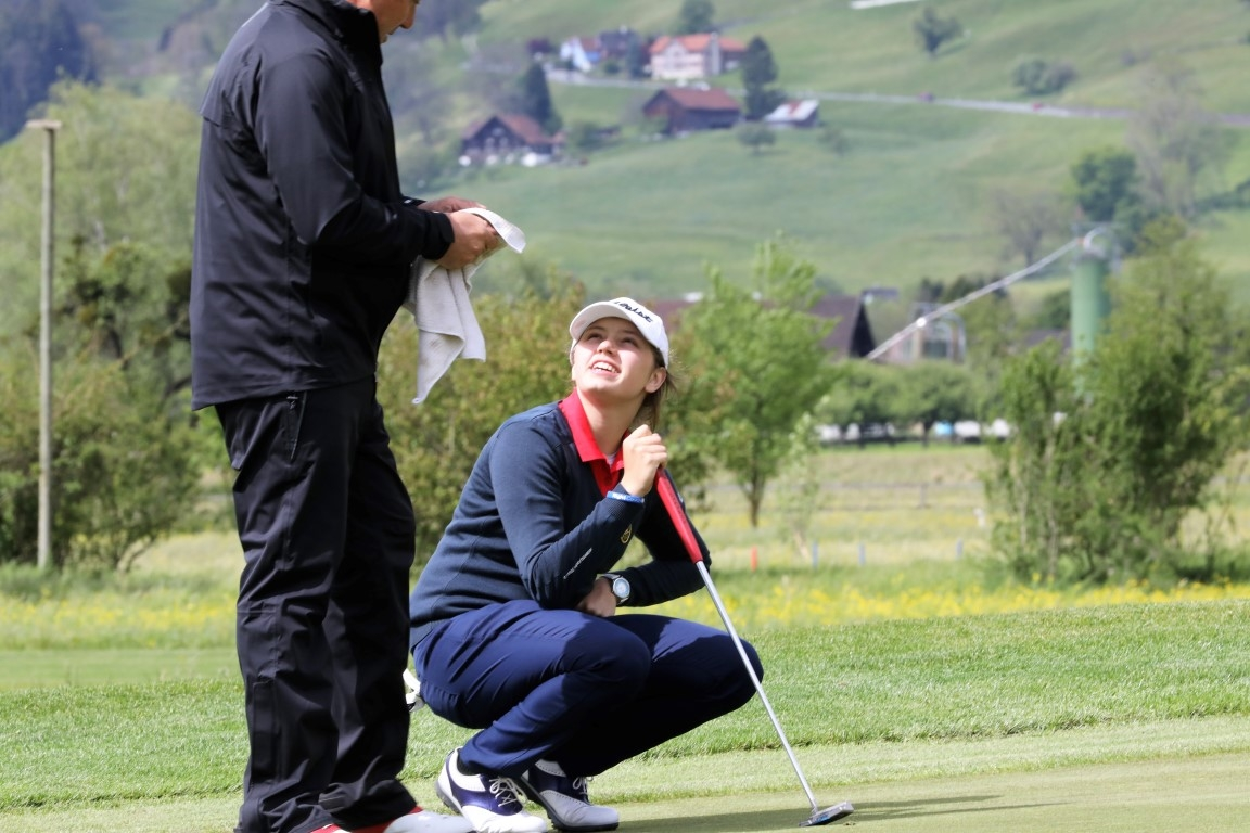 Elena Moosmann (SWI) mit Caddie