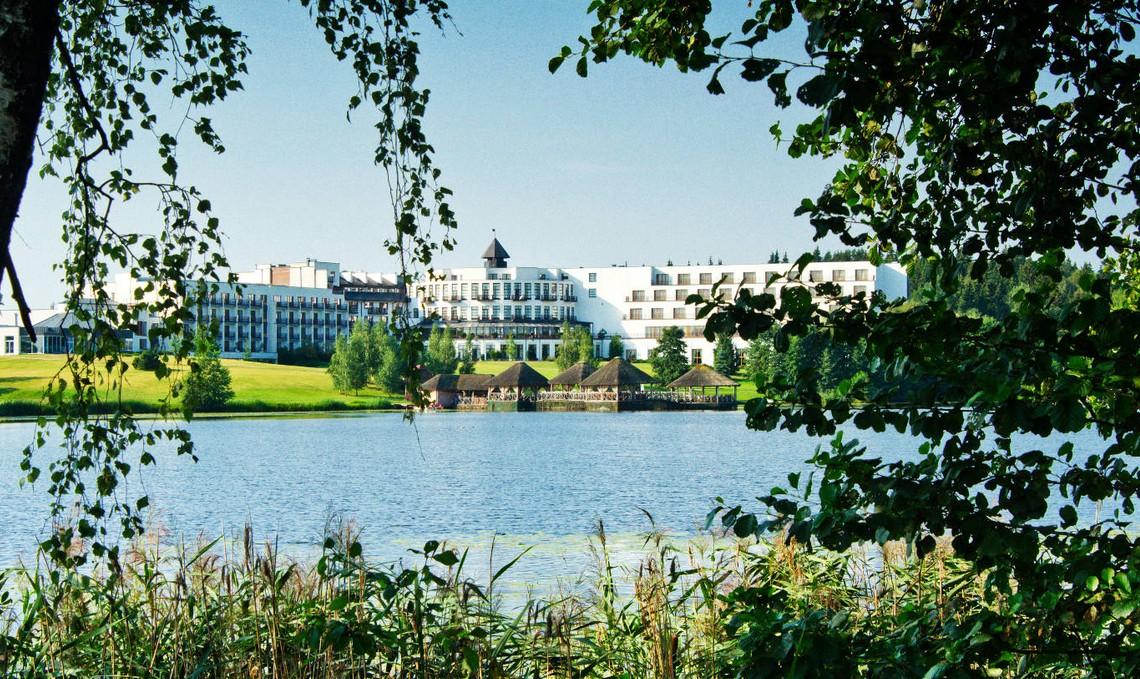 Vilnius Grand Resort mit Teich und Bora Bora Grill