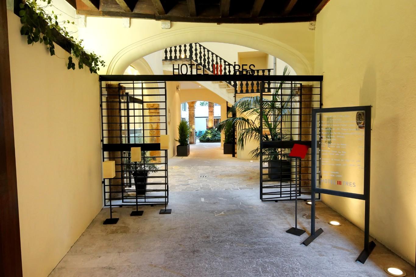 Hoteleingang Hotel Tres