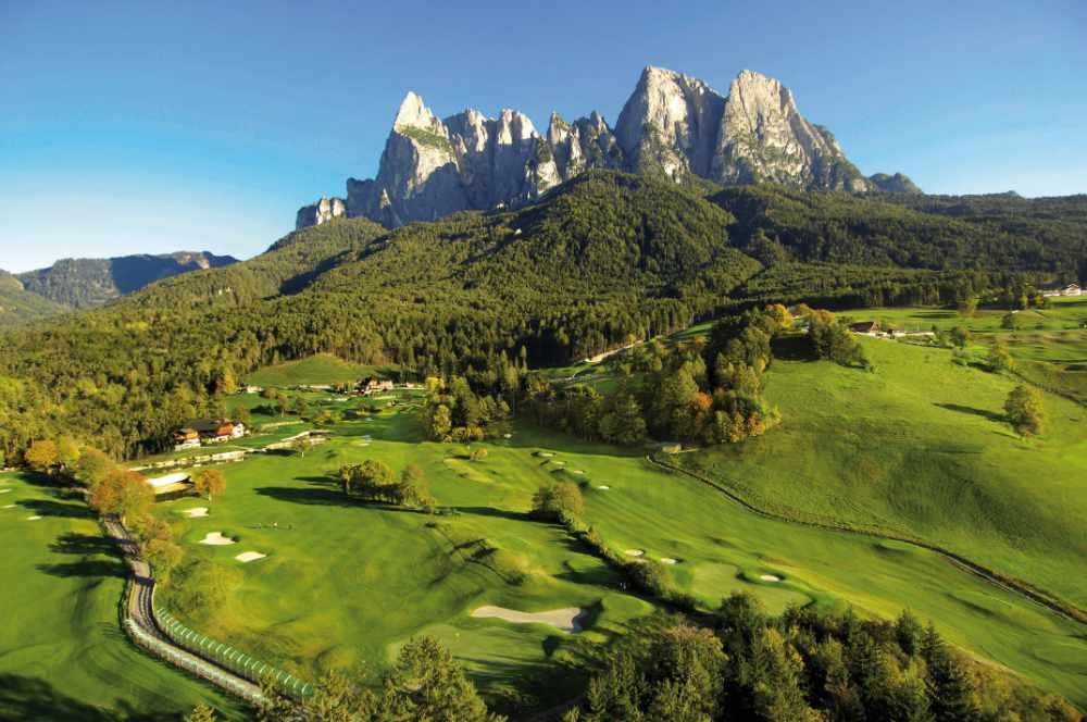 Golfplatz St. Vigil vor atemberaubender Berkulisse