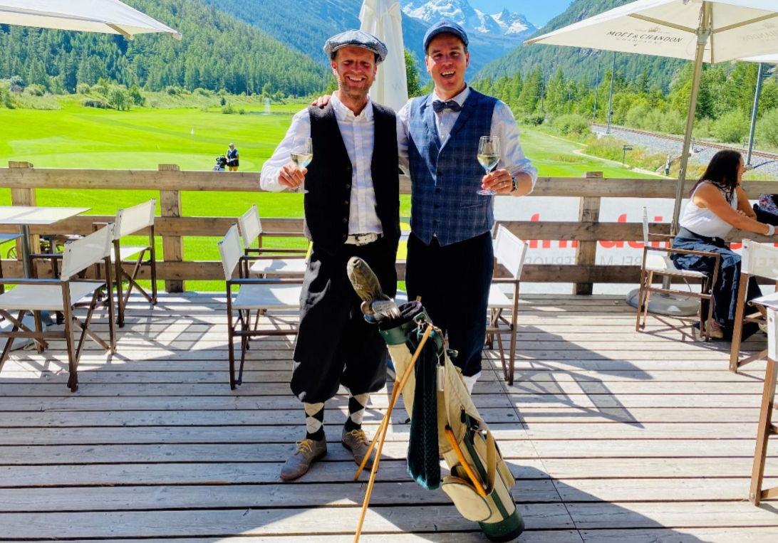 Dario Perren und Gerold Berchtold im traditionellen Belle Epoche Outfit